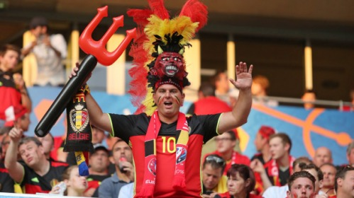 Customized goodies : the most effective communication means at football matches ?